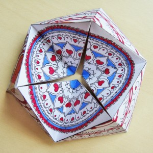 Hattifant's Valentine Flextangle Kaleidocycle to craft and color - a paper toy craft