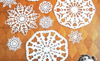 Hattifant Making GIANT Snowflakes Wall Decor Display