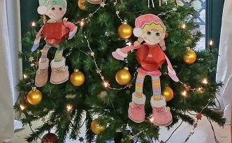 Hattifant's Christmas Elves with Triskele Paper Globes Papercraft